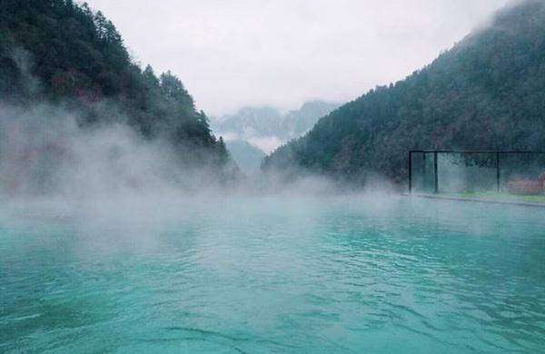 同益空气能服务四川理县温泉工程,打造五星级热水享受